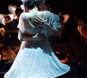 Scene uit de opera L'elisir d'amore ©Mylène Siegers