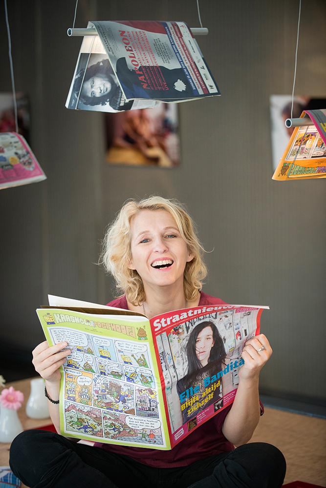 Karin Giphart, auteur. Heeft het boek 'Lokale Liefde' geschreven en georganiseerd. o.a. Bekende Hagenaars hebben taalcursisten die moeite met lezen en schrijven hebben geïnterviewd. De verhalen zijn in simpele taal opgeschreven zodat ook cursisten het kunnen lezen.