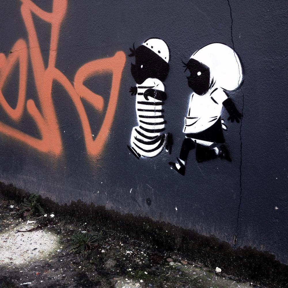 Straattekst nr. 1 van 2015 In de Snoekstraat in Den Haag een Moslimversie van Jip en Janneke
