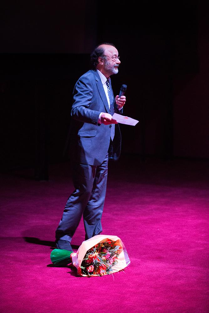 Documentairemaker Robin Lutz tijdens de première van zijn documentaire 'Spinoza, een vrije denker' in Pathé Buitenhof.
