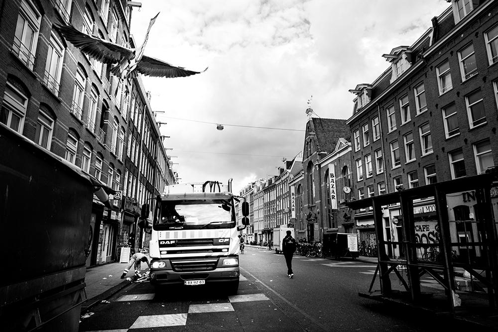Afvalinzameling in actie in Amsterdam Zuid - Albert Cuyp-markt