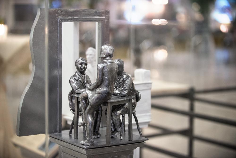 Het model van het monument voor Thorbecke door kunstenaar Thom Puckey ©foto Mylène Siegers